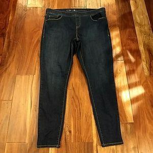 Levis pull on dark wash skinny jeans